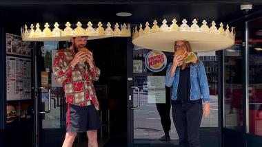 Burger King donne des couronnes de la taille de sombreros pour la distanciation physique