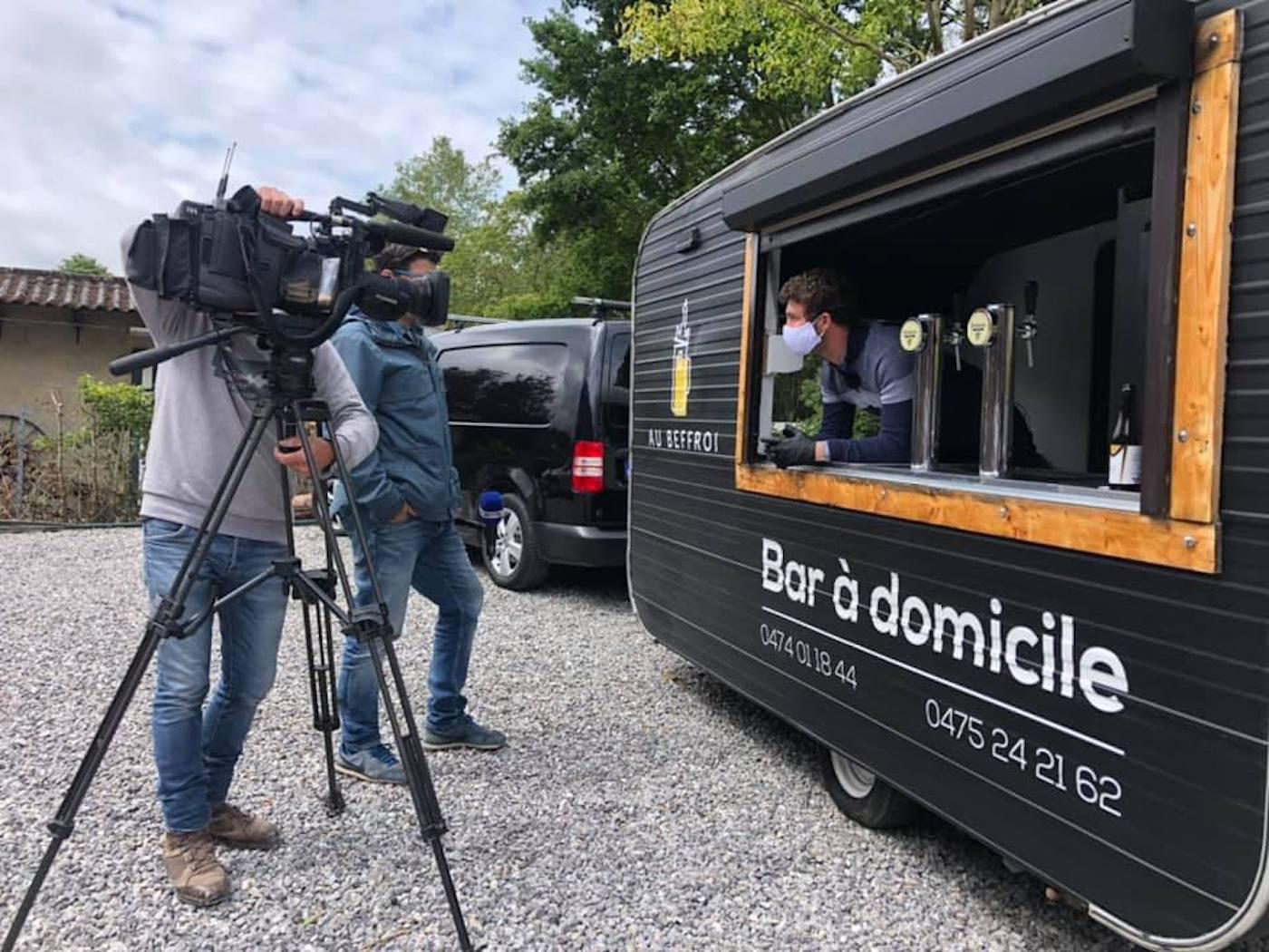 Bar à domicile : 2 belges créent un bar caravane pour le déconfinement
