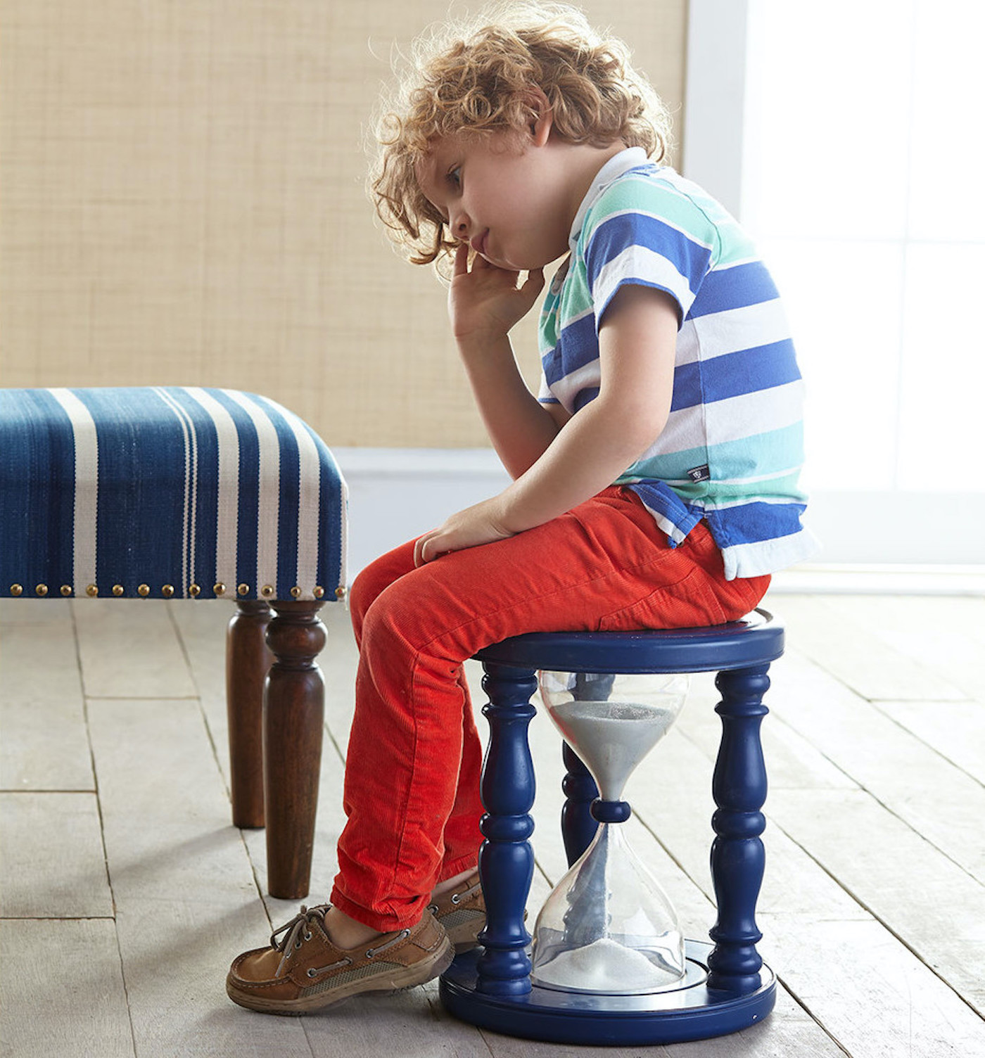 Un tabouret sablier pour apprendre la patience aux enfants