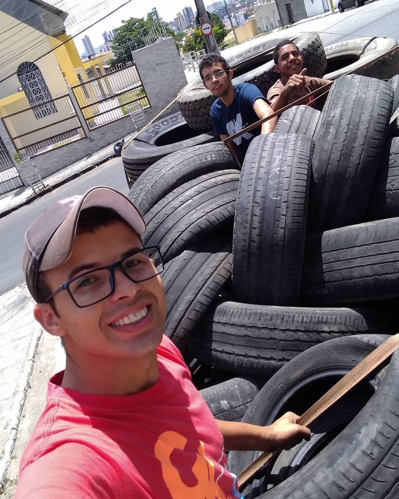 Recycler des pneus usagés en panières pour animaux