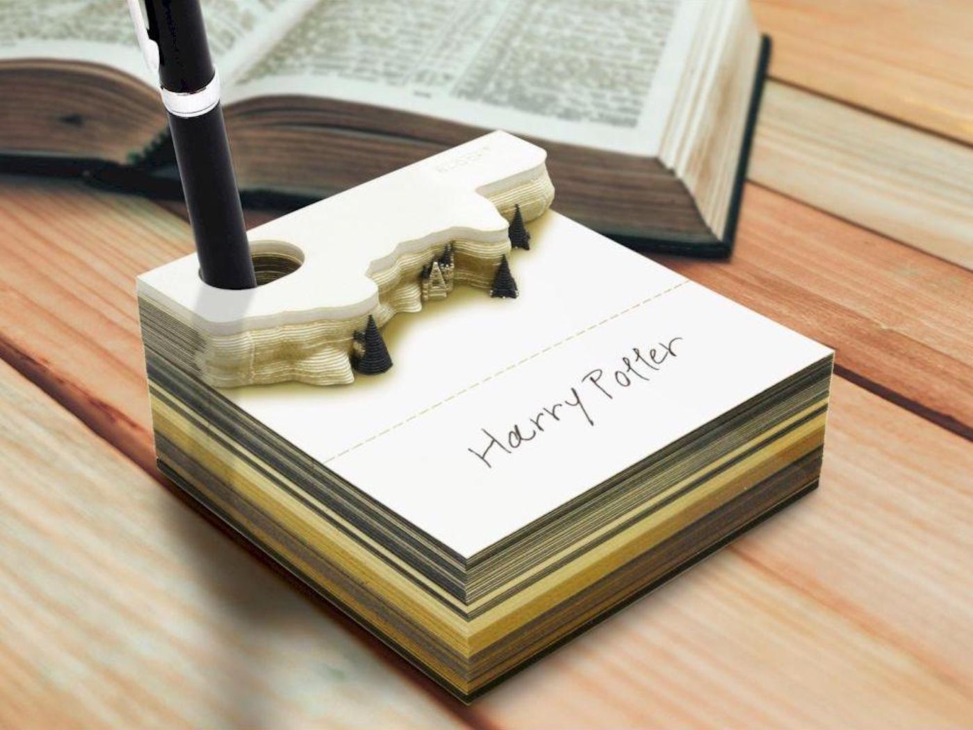 Ce bloc-notes Harry Potter fait apparaître le château de Poudlard une fois consommé