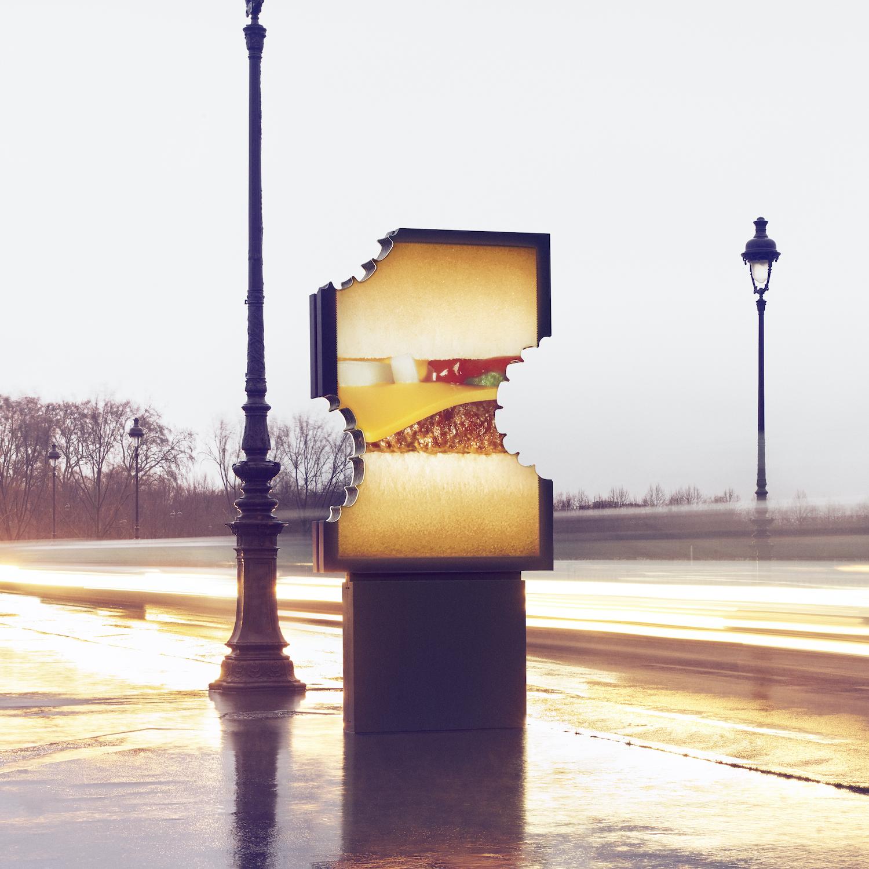 À Paris, McDonald's dévoile des panneaux d'affichage littéralement croqués