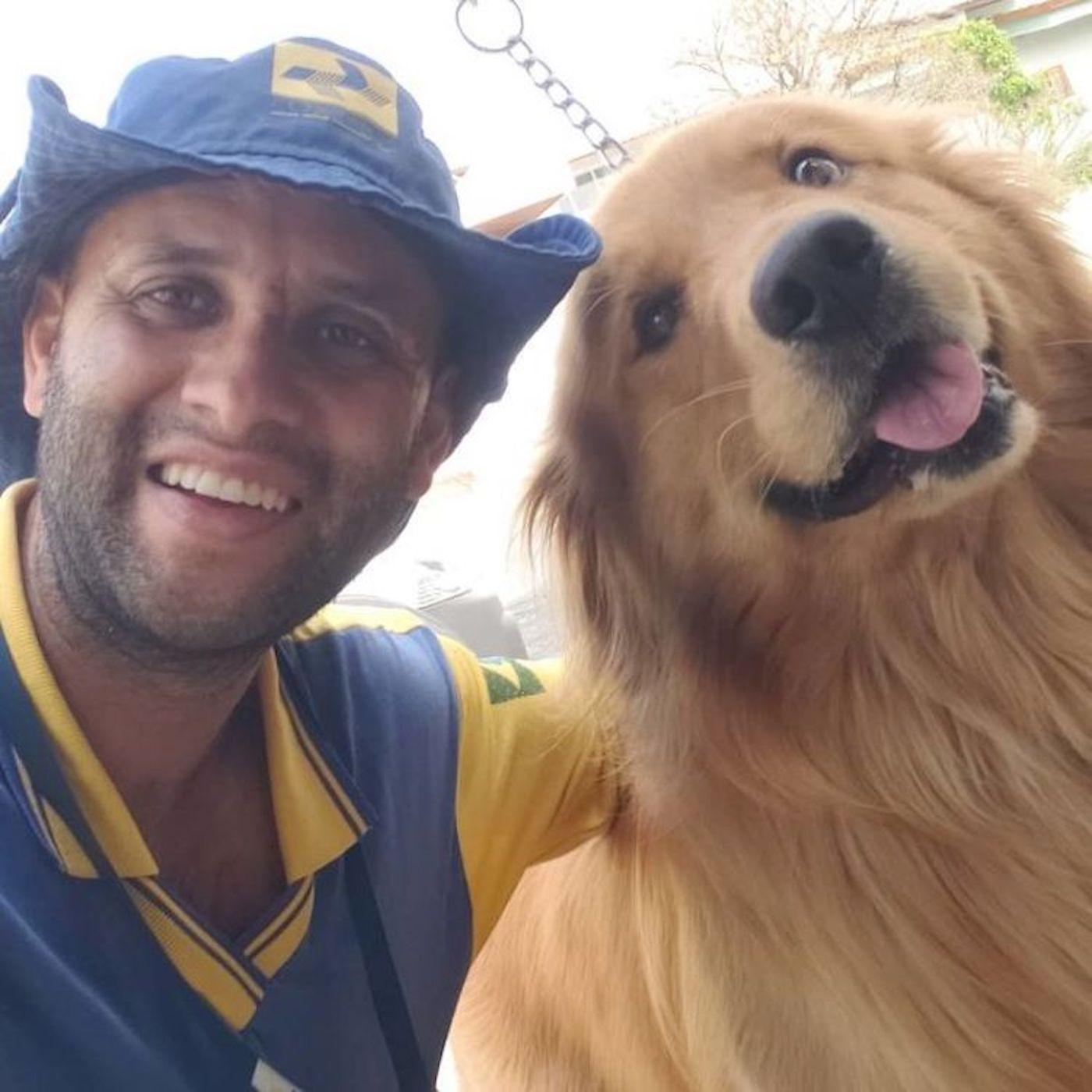 Brésil : ce postier fait fondre Instagram en se prenant en photo avec tous les animaux qu'il croise