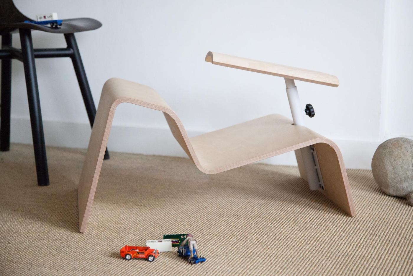 Le studio Lancelot a imaginé des chaises pour que les enfants puissent adopter plusieurs postures en classe