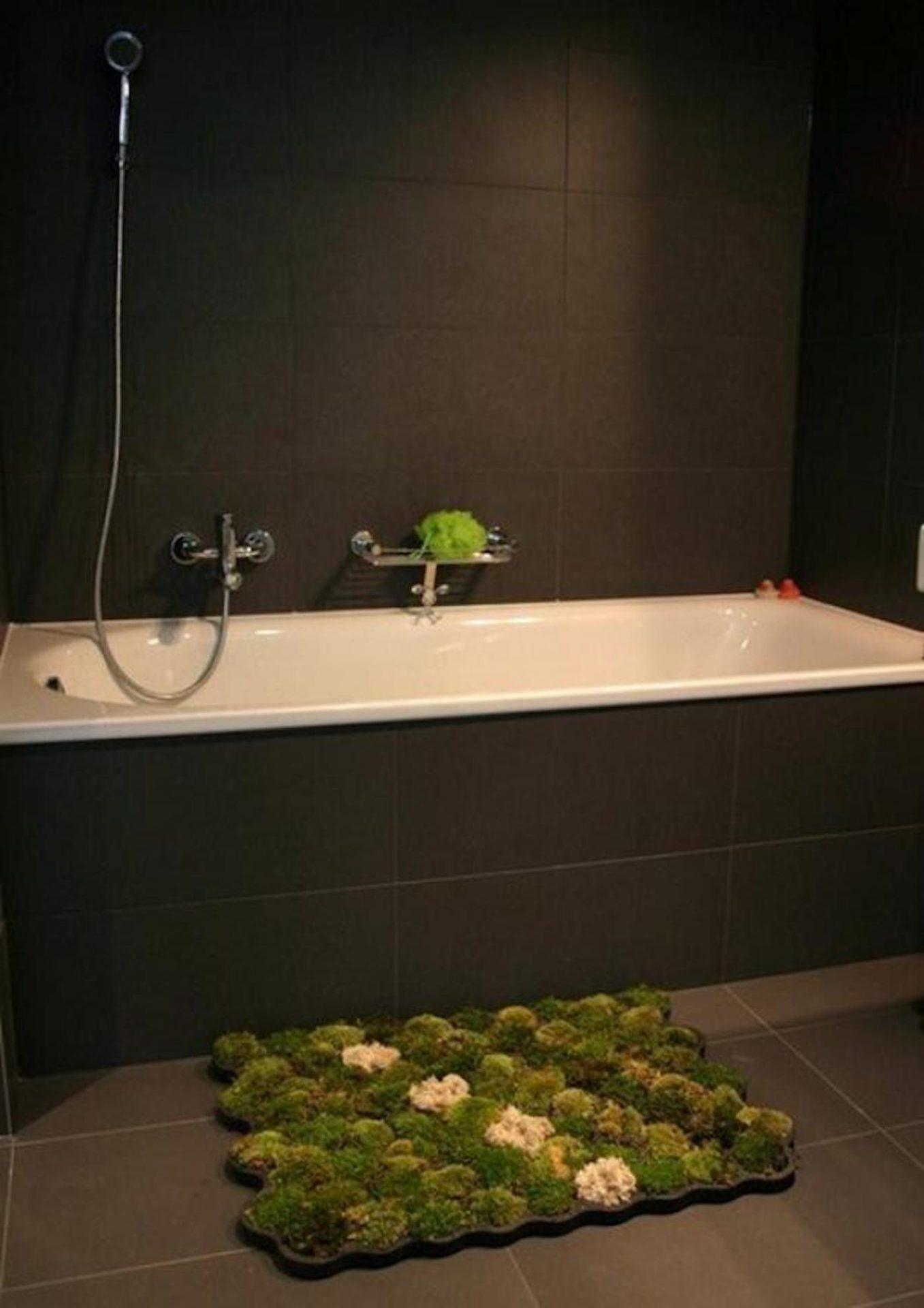 Ce tapis de bain organique profite des gouttes d'eau pour faire pousser de la mousse