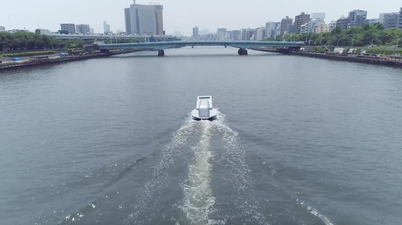 """Un bateau en forme de fermeture éclair qui semble """"ouvrir le fleuve"""" par le designer Yasuhiro Suzuki"""