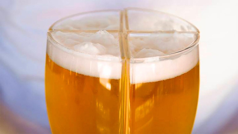 Le verre Super schooner : un design de verre intelligent pour porter facilement 4 bières en même temps