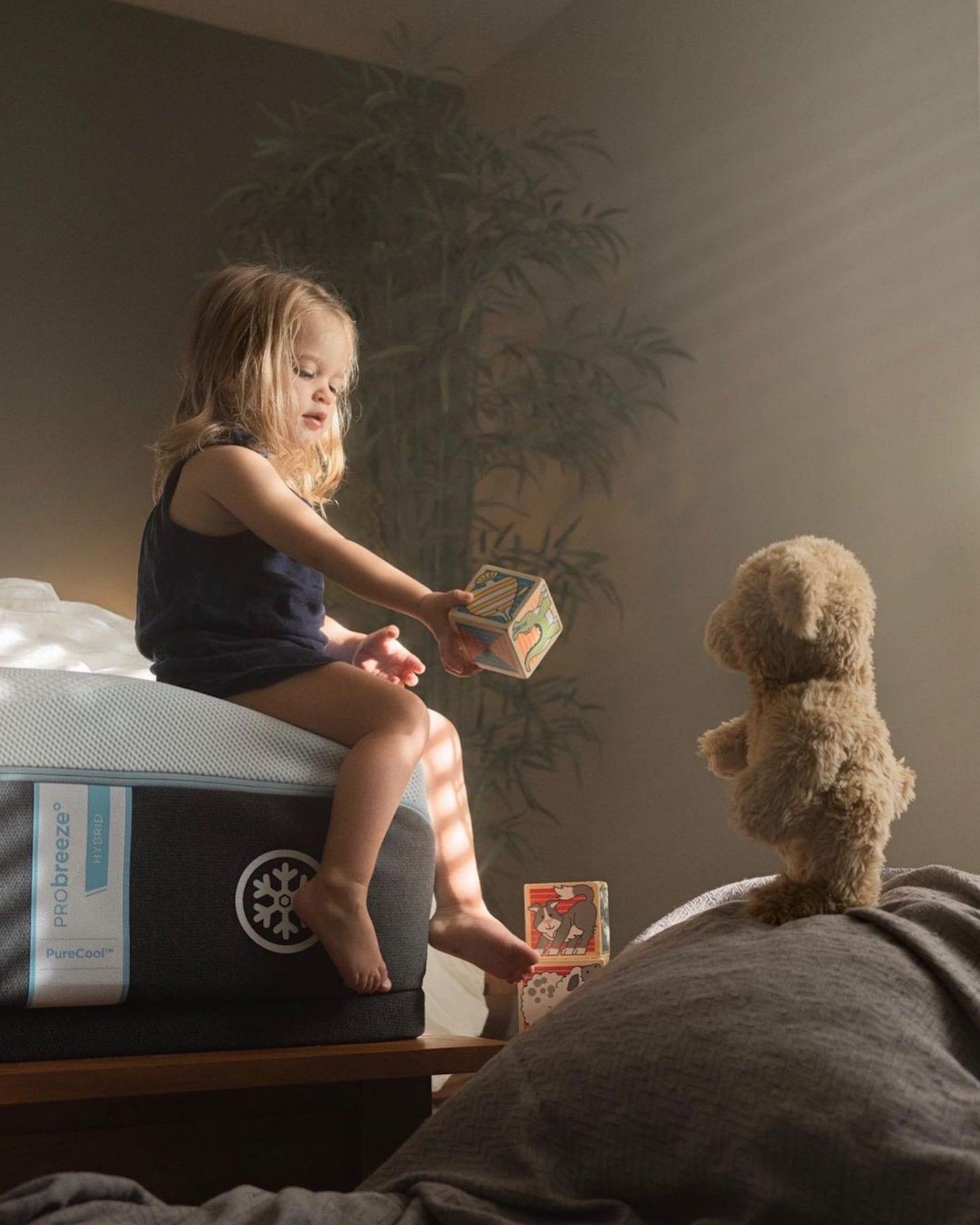 Adrian C. Murray est un papa qui donne vie à une peluche pour un projet photo touchant avec ses enfants