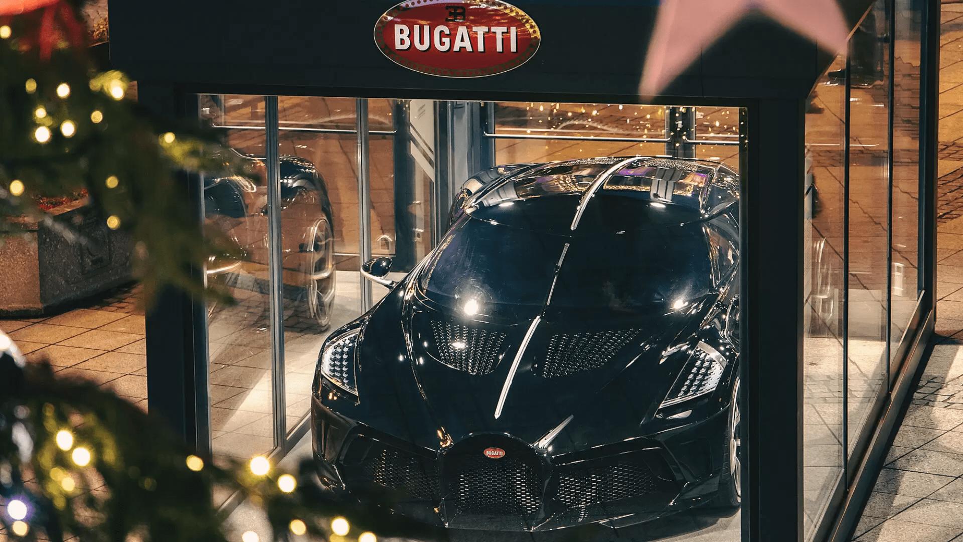 """Pour Noël, Bugatti expose """"La Voiture Noire"""", la voiture la plus chère du monde, à Molsheim (Alsace)"""