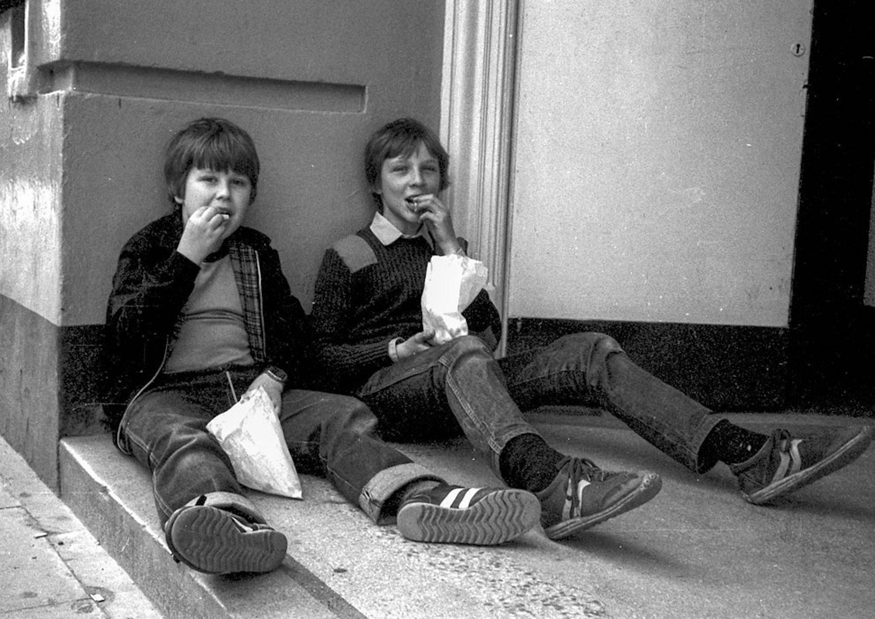 40 ans plus tard, Chris Porsz photographie les mêmes personnes au même endroit