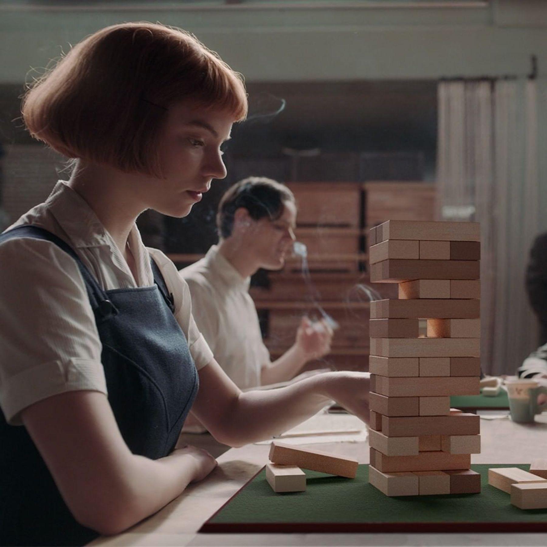 """Netflix parodie """"Le Jeu de la dame"""" dans une série de photos amusantes"""