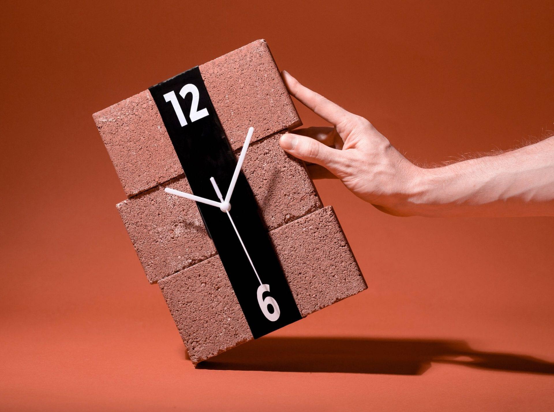 Stretch Clock : un ruban élastique pour transformer n'importe quel objet en horloge
