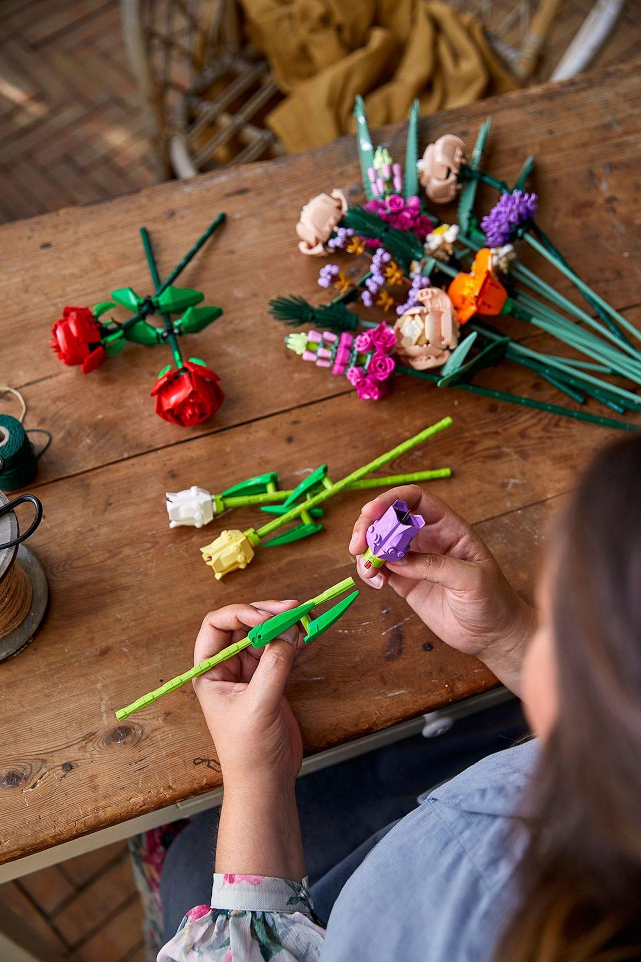 LEGO lance des fleurs à construire soi-même pour décorer votre intérieur