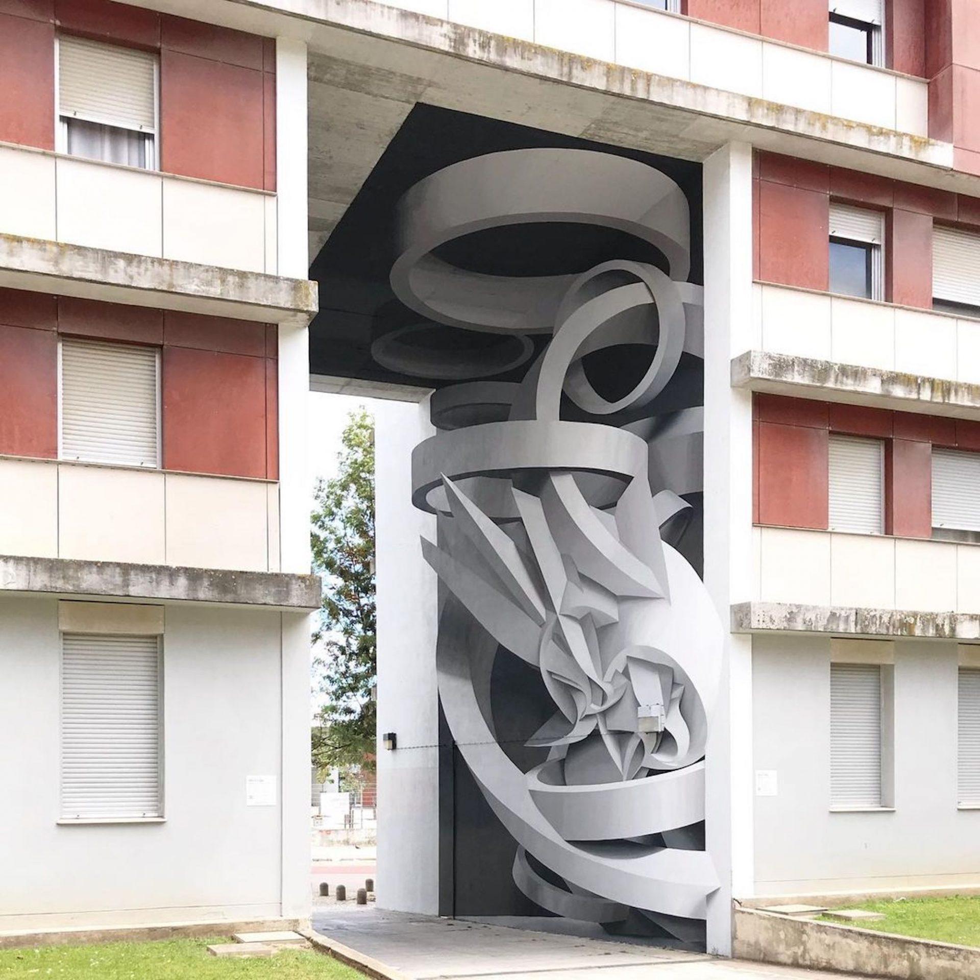 L'artiste Peeta peint d'incroyables illusions d'optique sur les murs