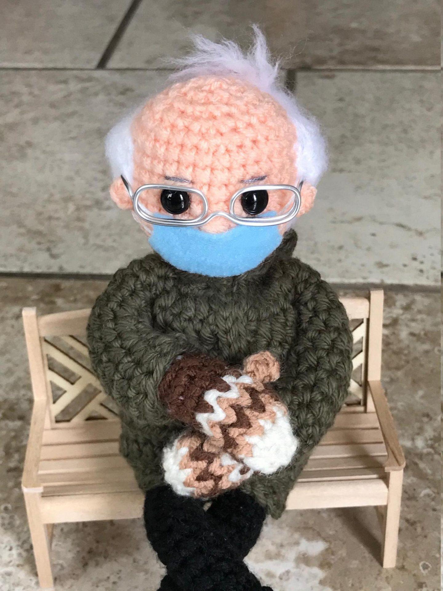 Tobey Time Crochet : cette passionnée de crochet crée une adorable peluche Bernie Sanders