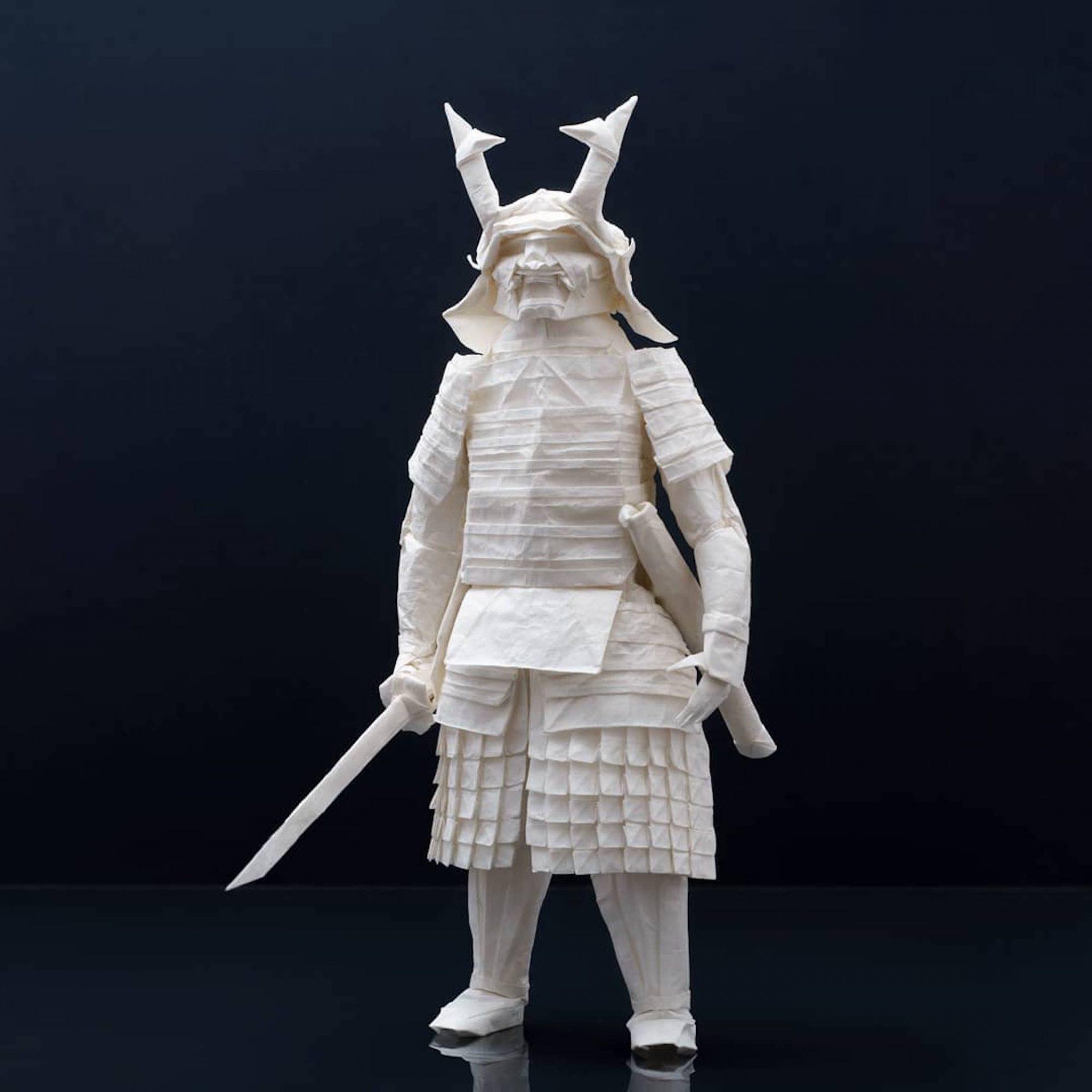 L'artiste Juho Könkkölä crée des origamis incroyables avec des feuilles d'un mètre de diamètre