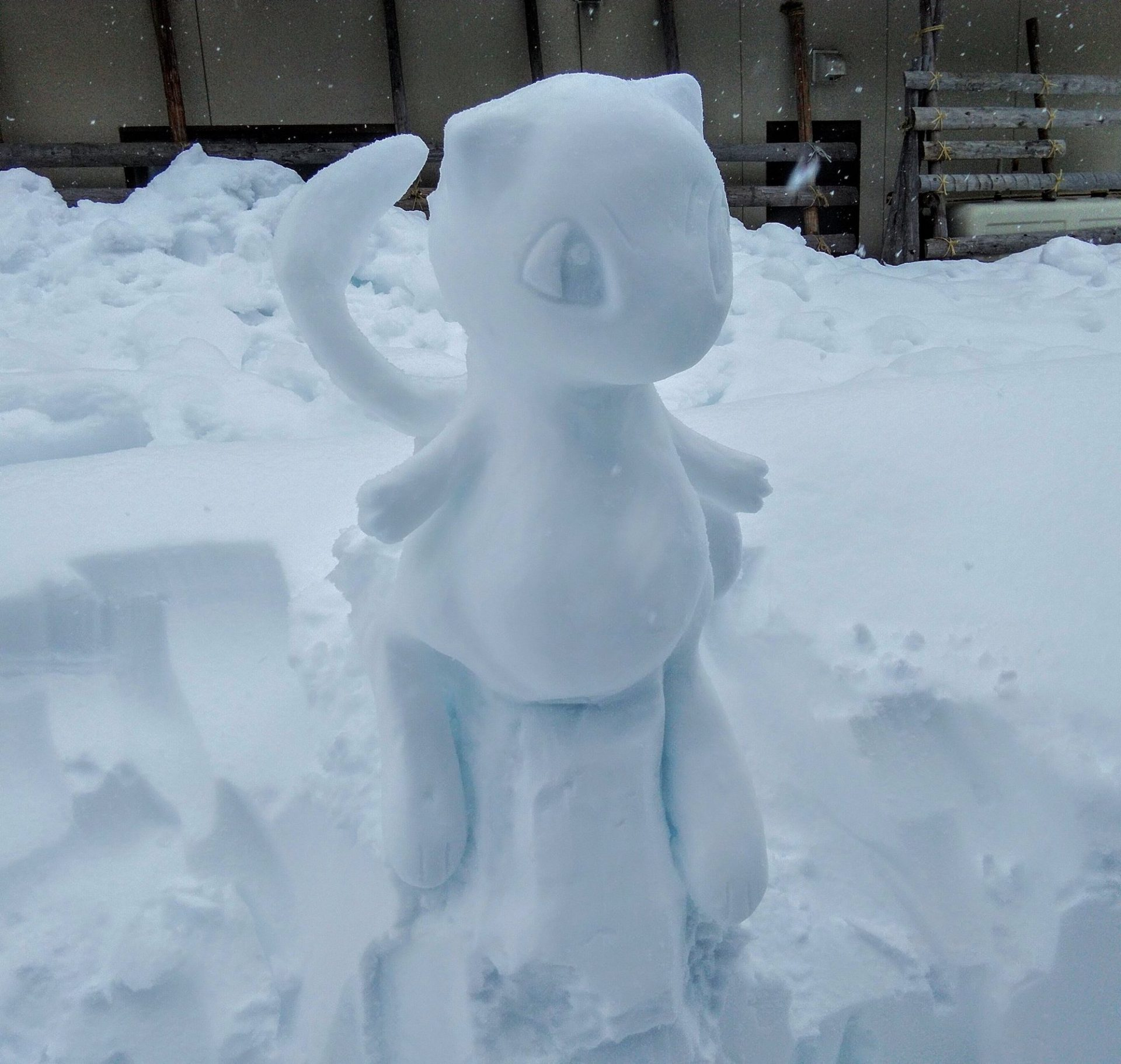 L'artiste japonais Yukidaruma Shokunin Toshinyan sculpte des personnages célèbres dans la neige