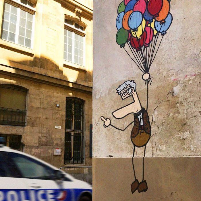 Toctoc : l'artiste au style iconique qui joue avec la pop culture sur les murs de Paris