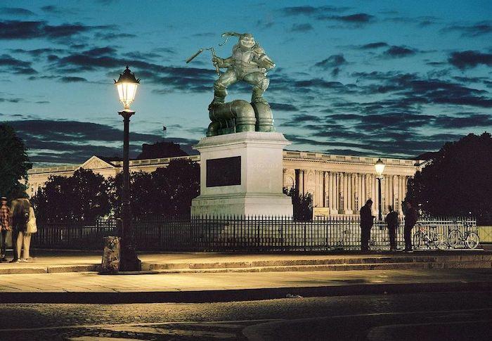 Paris : le photographe Benoit Lapray transforme les statues en personnages célèbres ! Par Maxime Delmas 123794016_1003094046835692_7804304942889239095_n