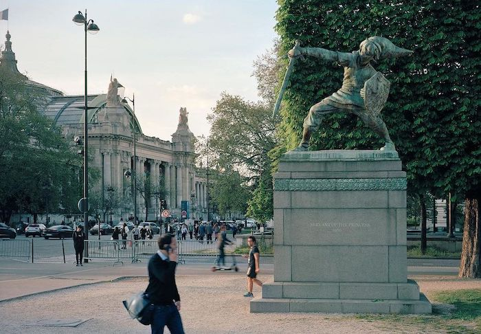Paris : le photographe Benoit Lapray transforme les statues en personnages célèbres ! Par Maxime Delmas 124013478_731164117605971_6046621495216472531_n