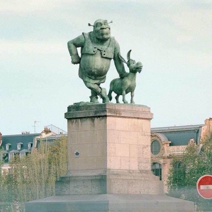 Paris : le photographe Benoit Lapray transforme les statues en personnages célèbres ! Par Maxime Delmas 124972599_380204373411193_7476035864594297553_n