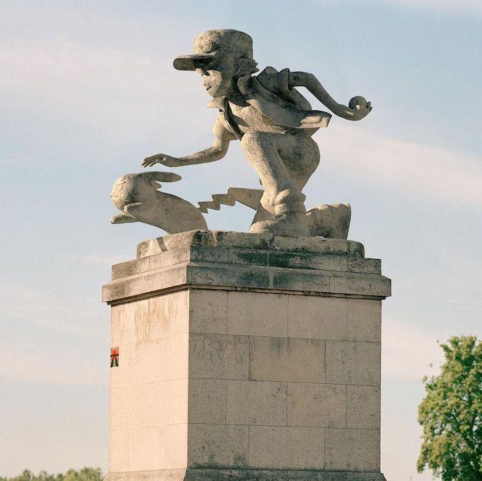 Paris : le photographe Benoit Lapray transforme les statues en personnages célèbres ! Par Maxime Delmas 125201466_835962517223340_2052591297365821473_n