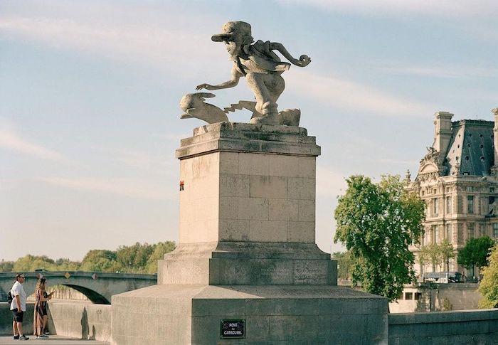 Paris : le photographe Benoit Lapray transforme les statues en personnages célèbres ! Par Maxime Delmas 125229495_201170788077922_9118636891278934815_n