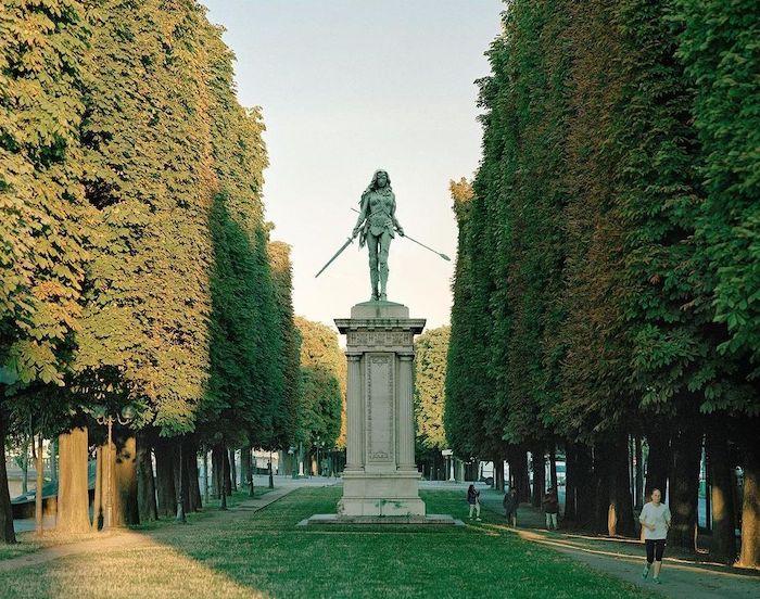 Paris : le photographe Benoit Lapray transforme les statues en personnages célèbres ! Par Maxime Delmas 126331342_161674265698448_3407156644730795152_n