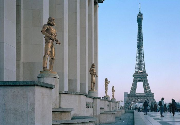 Paris : le photographe Benoit Lapray transforme les statues en personnages célèbres ! Par Maxime Delmas 127292975_1104465683320156_1901298083566327643_n
