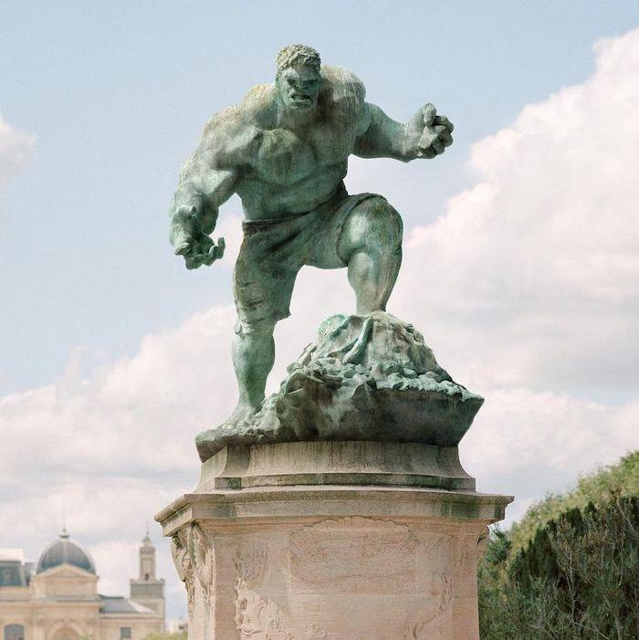 Paris : le photographe Benoit Lapray transforme les statues en personnages célèbres ! Par Maxime Delmas 137574835_236423081404775_7324597546281992287_n