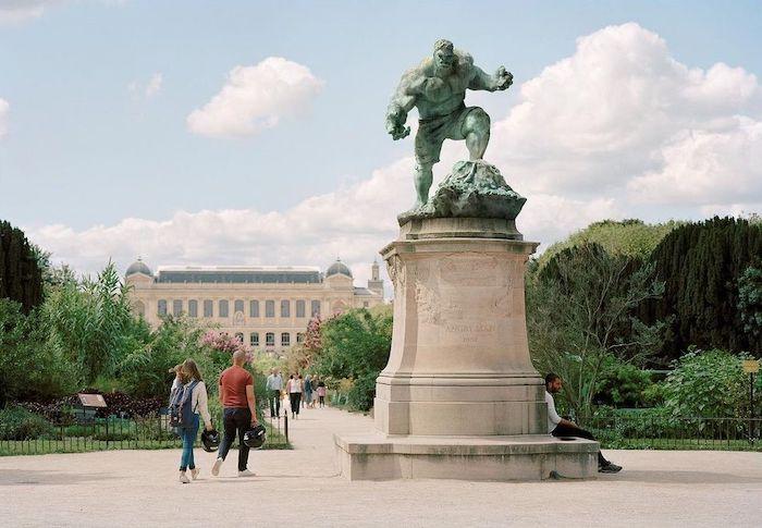 Paris : le photographe Benoit Lapray transforme les statues en personnages célèbres ! Par Maxime Delmas 138739481_721348742118999_4089538450011677763_n