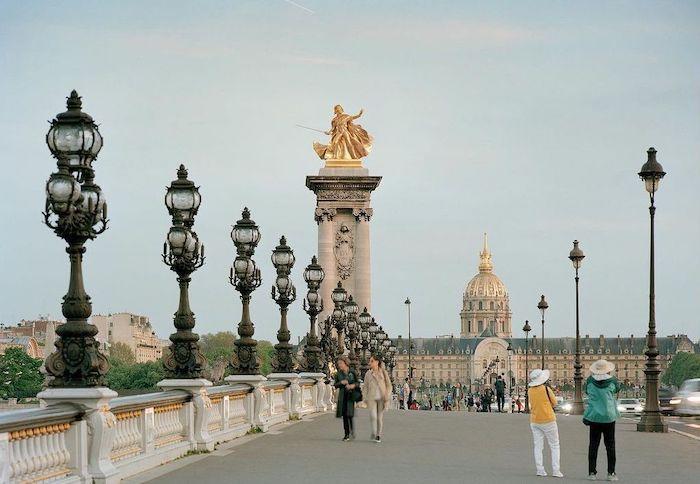 Paris : le photographe Benoit Lapray transforme les statues en personnages célèbres ! Par Maxime Delmas 142670872_234280978274600_4149205538718583422_n