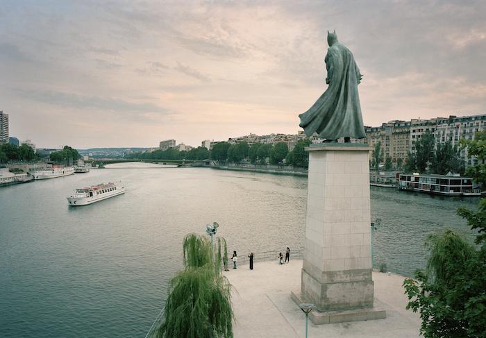 Paris : le photographe Benoit Lapray transforme les statues en personnages célèbres ! Par Maxime Delmas Capture-décran-2021-02-19-à-17.42.33