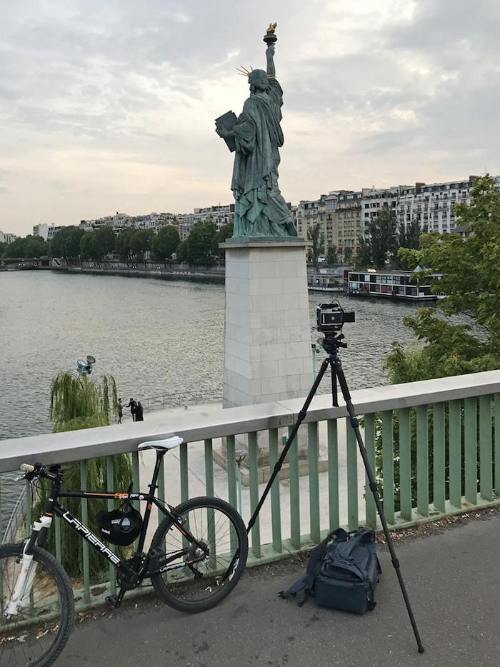 Paris : le photographe Benoit Lapray transforme les statues en personnages célèbres ! Par Maxime Delmas Capture-décran-2021-02-19-à-17.43.21