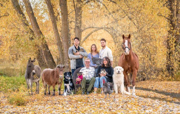 La photographe Tasha Hall capture les familles avec... tous leurs animaux (30 photos)