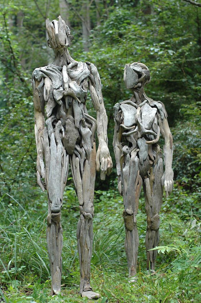Les sculptures humaines en bois de l'artiste japonais Nagato Iwasaki