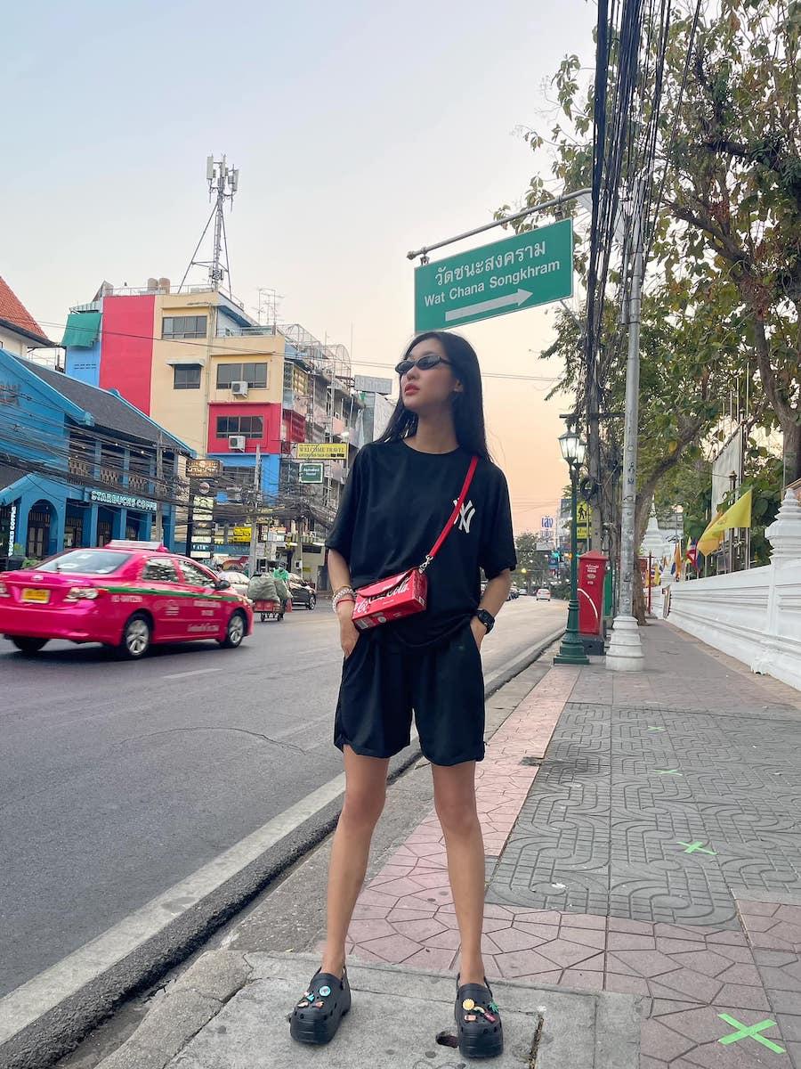 Thaïlande : il récolte des canettes pour les transformer en sacs à main