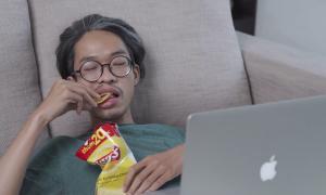 Lay's crée un plugin qui active les sous-titres quand on mange des chips