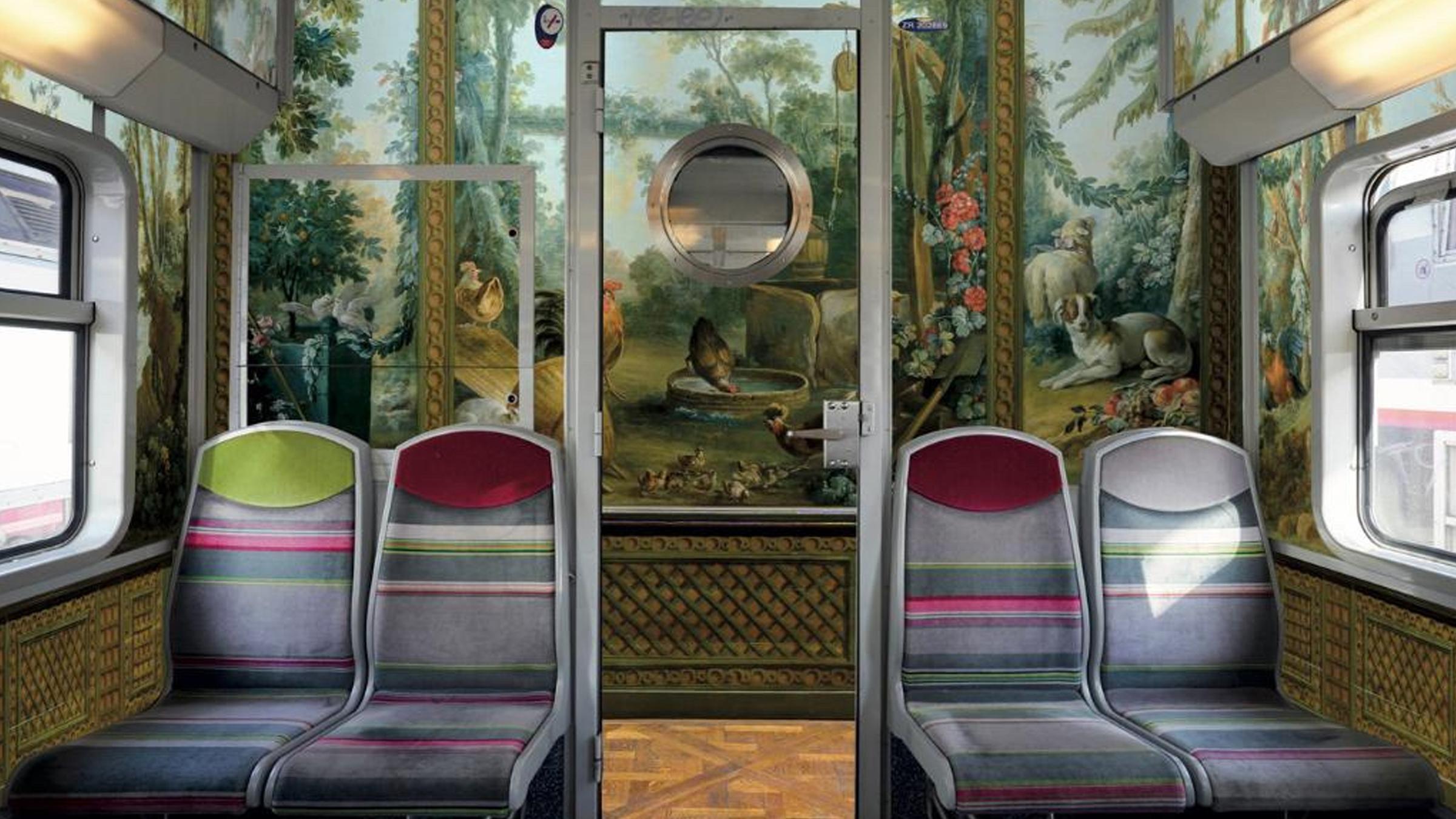 À Paris, la ligne C du RER est décorée avec des œuvres de musées parisiens